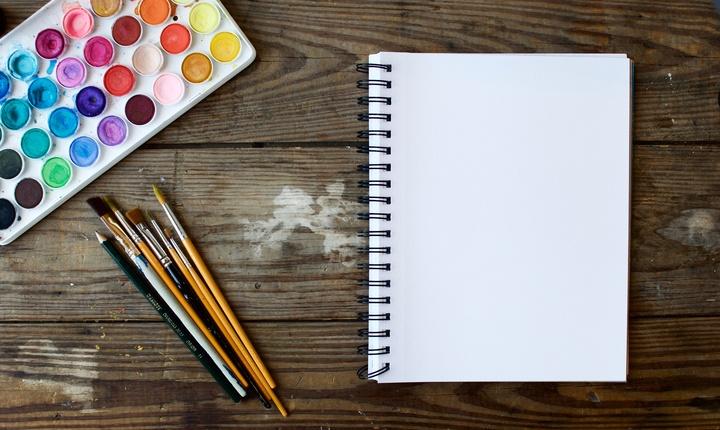 Coloration et peinture à la main de photographies